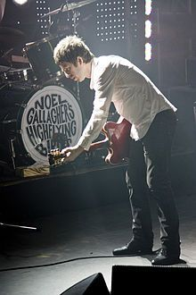- noel gallagher high flying bird poster / noel gallagher high f - Noel Kahn, Noel Gallagher, Love Band, Cool Bands, Baby Showers, Liam And Noel, Pictures Of Rocks, Isle Of Wight Festival, Fotografia