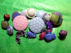 "20+  3/8""+ PURPLE TONE PLASTIC SHANK CRAFT BUTTONS - ASSORTED Lot#K592"
