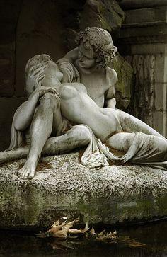 Jardin du Luxembourg. La fontaine Médicis. Polyphemus surprising Acis and Galatea (1866). Auguste-Louis-Marie Jenks Ottin (1811-1890).