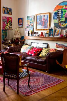 Interiores - Casa Chaucha: Nice and colourful except for the leather sofa; like its colour though