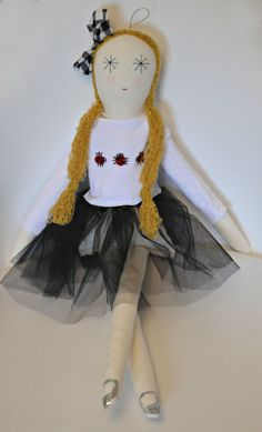 SUPER SORTEO: MININA LOVES Fabric Dolls, Lana, Sewing Ideas, Kids Room, Beetles, Prize Draw, Butterflies, Felt, Manualidades
