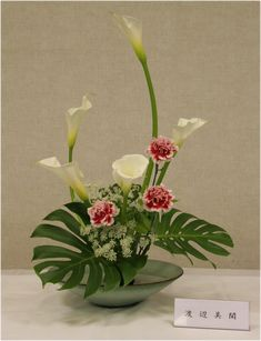 Tropical Flower Arrangements, Creative Flower Arrangements, Ikebana Flower Arrangement, Church Flower Arrangements, Ikebana Arrangements, Beautiful Flower Arrangements, Beautiful Flowers, Arreglos Ikebana, Contemporary Flower Arrangements