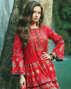 Beautiful of Indian Girls - Cewek Cantik Pakistani Frocks, Simple Pakistani Dresses, Pakistani Dress Design, Pakistani Outfits, Pakistani Actress, Stylish Dresses For Girls, Frocks For Girls, Casual Dresses, Fancy Dress Design
