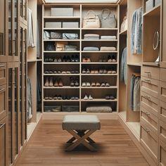 Lovely Offener begehbarer Kleiderschrank System Luxus Ankleide