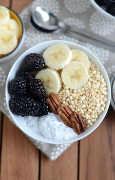 #Quinoa #soffiata proveniente da agricoltura biologica, #frutta fresca, #noci e #yogurt, il tutto dolcificato con un goccio di sciroppo d'agave! #healthy #breakfast
