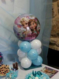 Centro de mesa de globos de Frozen para fiesta de cumpleaños