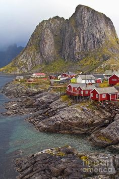 Hamnoy Rorbu Village, Norway – Amazing Pictures - Amazing Travel Pictures with Maps for All Around the World Places Around The World, Oh The Places You'll Go, Places To Travel, Places To Visit, Around The Worlds, Travel Destinations, Beautiful World, Beautiful Places, Nature Sauvage