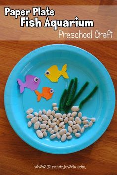 Paper Plate Fish Aquarium Craft | Preschool Crafts | Easy Tutorial at http://directorjewels.com