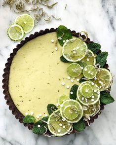 Key Lime Tart with Chocolate Almond Crust - Torten - Best Tart Recipes Dessert Recipes, Fancy Desserts, Plated Desserts, Key Lime Desserts, Food Deserts, Summer Desserts, Easter Recipes, Bon Dessert, Snacks