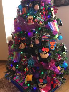 Mexican Christmas Decorations, Christmas Tree Themes, Christmas Art, Christmas Tree Decorations, Christmas Ornaments, Colorful Christmas Tree, Xmas Tree, Christmas Ideas, Christmas Wreaths