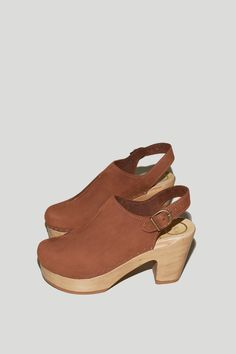 Closed Toe Front Seam Clog on Platform in Tobacco