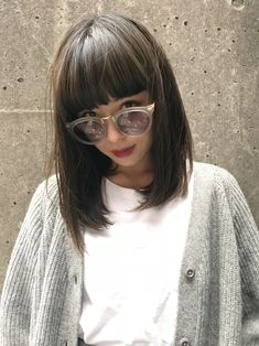 黒髪ベースのアッシュグレーなら透明感を出せる! in 2019 Medium Hair Styles, Curly Hair Styles, Hairstyles With Bangs, Cool Hairstyles, Medium Shag Haircuts, Aesthetic Hair, My Hairstyle, Grunge Hair, Short Hairstyles