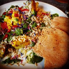 Bombay-Pute mit Blumenkohl, Reis und Spinat-Minz-Sauce  #food #foodblog #foodporn #bombay #indien #abendessen #leichteküche #easycooking #pute #reis #pita #curry