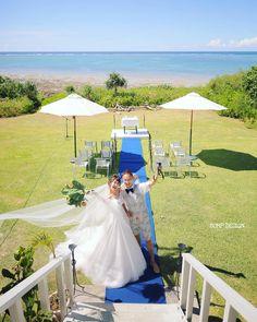 #石垣島結婚式 . . 結婚式を . 結婚式場でしないといけない . なーんて . 一体いつ誰が決めたんだろう . 美しい海と . 真っ白な雲と真っ青な空と . 素敵なグリーンと . ほんの少しの挙式コーディネート . これさえあれば . ほんと素晴らしい結婚式が出来るんです . こういうの好き . . . #とか言いつつ神社式も好き #とか言いつつ暑さでグッタリ #とか言いつつ自分は結婚式場で式した件 . #結婚写真 #プレ花嫁 #卒花嫁 #ブライダル #ウェディング #結婚準備 #ロケーション前撮り #カメラマン #ヘアメイク #前撮り #結婚式前撮り #写真家 #名古屋花嫁 #和装前撮り #持ち込みカメラマン #ウェディングフォト #2018春婚 #結婚式レポ #アサダユウスケ #東京カメラ部 #日本中のプレ花嫁さんと繋がりたい #日本中の卒花嫁さんと繋がりたい #ウェディングニュース #marryxoxo #weddingphoto #バンプデザイン