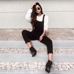 """13.4 mil curtidas, 104 comentários - Victória Rocha (@viihrocha) no Instagram: """"Variando um pouco as cores do look  Ei,  aproveita que é domingo e faz uma maratona dos vídeos da…"""""""