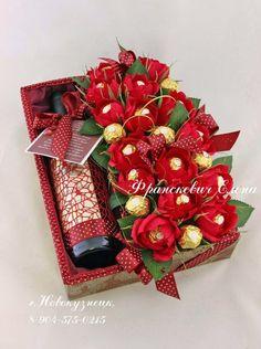 Букеты из конфет - Ассоциация свит-дизайнеров Valentine Baskets, Valentine Gifts, Candy Flowers, Paper Flowers, Paper Peonies, Homemade Gifts, Diy Gifts, Chocolate Flowers Bouquet, Flower Box Gift