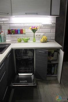 Уютная кухня, шкафчики на кухне