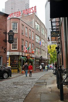 """Creek Square, Boston.  """"The Green Dragon Tavern""""  in front and """"The Oyster House"""" on around.  Very 18th century looking street for the middle of The Hub.  Love it!  =)"""