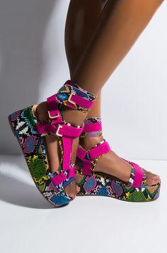 Women shoes High Heels Wedding - New Balance Women shoes 574 - Women shoes Flats Casual Fashion Ideas - - Women shoes High Heels Designer Stylish Sandals, Cute Sandals, Cute Shoes, Me Too Shoes, Shoes Sandals, Shoes Sneakers, Shoes For School, Flatform, Girls Shoes