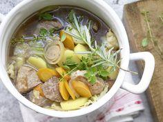 Pichelsteiner Eintopf mit viel Gemüse und dreierlei Fleisch | Kalorien: 250 Kcal - Zeit: 30 Min. | eatsmarter.de