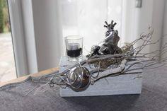 TD23 - Holzblock als Tischdeko! Altes Holz bebeizt, natürlich dekoriert mit einem Teelicht,Edelstahlkugel und Froschkönig! Preis 34,90 € Holzblock - Preis 12,90 € Froschkönig