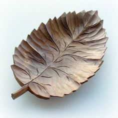 Wooden leaf bowl - just stunning. Carved Wooden Bowl, Wooden Bowls, Leaf Bowls, Plates And Bowls, Leaf Design, Wood Design, Woodworking Ideas To Sell, Leaf Shapes, Wood Turning