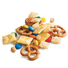 Easy Snack Mix  Stack cups in your team's colors next to this simple snack mix so that guests can help themselves.