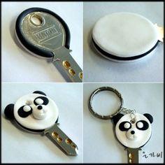 llave decorada con panda con arcilla