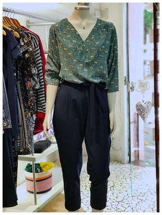 Aquele look prático, arrumado e cheio de estilo! Ah! E a estampa são raposinhas! 😍🦊❤️ Look Fashion, Teen Fashion, Fashion Outfits, Womens Fashion, Looks Style, Casual Looks, My Style, Skirt Outfits, Cute Outfits