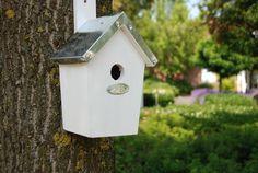 Esschert Design NKWW White birdhouse with zinc roof. Zinc Roof, Esschert Design, Nesting Boxes, Practical Gifts, Bird Houses, Bird Feeders, Simple Designs, Outdoor Decor, Home Decor