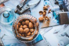 Las nueces pueden presumir de ser el fruto seco con más omega-3 del supermercado (2.500 mg por cada 125 g). Además, pueden reducir el colesterol y ayudarte a conciliar el sueño, entre otros beneficios. (Foto: Pexels).