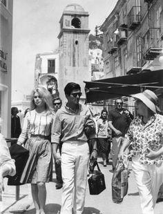 Brigitte Bardot e Semy Fray, 1963 leaving the piazzetta
