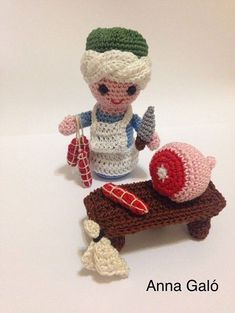come lady, here we have everything! Here's to you … – Modalbox Crochet Food, Crochet Gifts, Crochet Dolls, Crochet Yarn, Free Crochet, Doll Patterns, Crochet Patterns, Amigurumi Doll, Crochet Animals