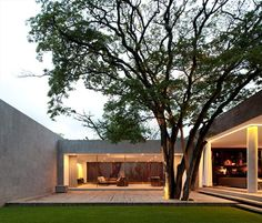 love the simplicity of this outdoor space Grecia House Sao Paulo Brazil, Isay Weinfeld