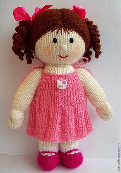 Купить или заказать Вязаная куколка с комплектом нарядов в интернет-магазине на Ярмарке Мастеров. В набор входят - кукла в трусиках, два платьица и сарафанчик. Указана стоимость всего набора. Куколка в трусиках стОит 1600 руб, платьица по 300 руб. Авторская работа.…