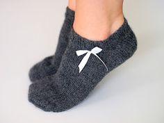 Life with Mari: Kesäiset nilkkasukat lyhytvartiset naisen villasukat Crochet Socks, Knitting Socks, Free Knitting, Knit Crochet, Knitting Patterns, Socks And Heels, My Socks, Woolen Socks, Stocking Tights