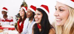 Im Advent jagt eine Weihnachtsfeier die nächste. Wir haben Überlebenstipps für deine Figur!