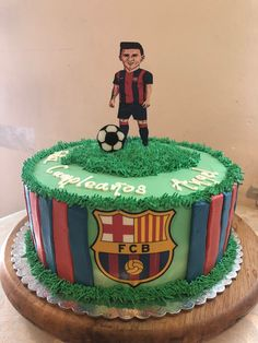 Messi Barcelona birthday cake decorations Messi Birthday, 10th Birthday, Birthday Cake Pops, Birthday Cake Decorating, Secret Agent Games, Barcelona Cake, Romans 7, Mom Cake, Soccer Teams