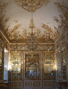Porcelain Cabinet Residenz, Munich. Just love the German baroque. It's as exquisite as a Meissen porcelain figurine.