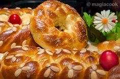 Greek Easter Bread, Greek Bread, Greek Cake, Greek Sweets, Greek Desserts, Greek Recipes, Sweet Buns, Sweet Pie, Tsoureki Recipe