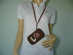 Hang your smartphone on the neck when both of your hand are busy . My Bags, Purses And Bags, Smartphone, Iphone Cases, Trending Outfits, Blackberry, Unique Jewelry, Sony, Fabric