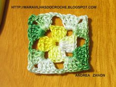 SAQUINHO PERFUMADO:      1- Com a linha de sua preferencia eu usei 2 fios linha Ancora na cor amarelo mesclado,dê uma volta de linha no dedo... Crochet Diy, Crochet Pouch, Crochet Motifs, Crochet Blocks, Crochet Squares, Crochet Granny, Crochet Patterns, Crochet Girls Dress Pattern, Pinterest Crochet
