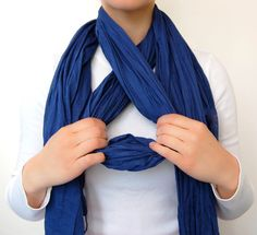 Chic Way To Tie A Scarf one way to wear a scarf More from my siteBraid a scarf into your hair! 10 ways to wear a scarf this summer from Stylish Ways To Wear A ScarfHow to wear a blanket scarf shawl tie scarves Ideas how to wear pashminas scarf ideas how … Ways To Tie Scarves, Ways To Wear A Scarf, How To Wear Scarves, Scarf Knots, Diy Scarf, Tie A Scarf, Head Scarf Tying, Braided Scarf, Scarf Top