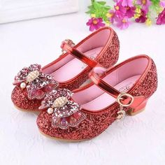 Red Glitter Low Heeled Toddler Girls Maryjane Shoes with Bow. Princess Fairytale Dress Shoes for Wed Low Heel Dress Shoes, Girls Dress Shoes, Girls Heels, Girls Party Dress, Dress And Heels, Low Heels, High Heel, Glitter Girl, Glitter Shoes