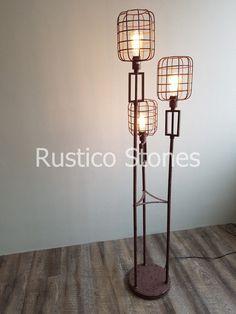 Carry is geweldig voor stedelijke stijlen van je woning decor, deze gewaagde vloerlamp voegt omgevingslicht toe in elke kamer. Dit ontwerp omvat drie fittingen. Exclusief lampen.