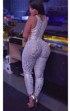 Thick Beautiful Women w/ Curves Botas Sexy, Mode Outfits, Catsuit, Curves, Sexy Women, Lady, Womens Fashion, Bodies, Fit Women