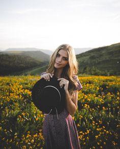 Picture of Marina Laswick Outdoor Portrait Photography, Outdoor Portraits, Instagram Blog, Instagram Posts, Marina Laswick, Time Photo, Summer Photos, Cool Photos, Feminine