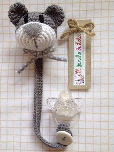 ♥Beautiful Crochet Work By El Gancho De Lola Pacifier Cat Marque-pages Au Crochet, Crochet Mignon, Crochet Baby Toys, Crochet Amigurumi, Love Crochet, Amigurumi Patterns, Crochet For Kids, Crochet Animals, Baby Knitting