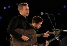 Great Bands, Cool Bands, Chris Martin, Band Pictures, Coldplay, Guys, Concert, Celebrities, Fandom