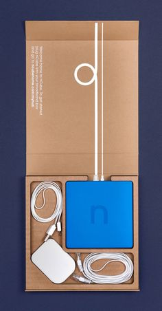 leManoosh collates trends and top notch inspiration for Industrial Designers, Graphic Designers, Architects and all creatives who love Design. Cool Packaging, Brand Packaging, Gift Packaging, Phone Packaging, Design Packaging, Product Packaging, Web Design, Love Design, Design Trends